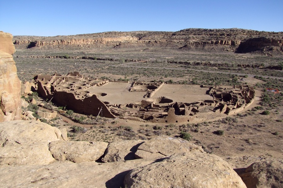 anasazi great houses of the chaco The great flowering of anasazi culture during the late 10th through the early 12th century was centered around the dry, remote area of northern new mexico, in the southern san juan basin, called chaco canyon.